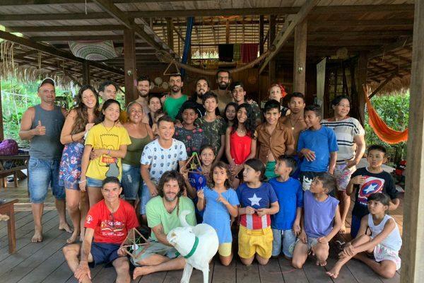 Grupo da vivência na maloca viva. Créditos: Acervo CAJU 2019